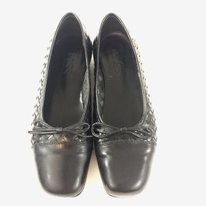 Bass 8.5 Black Leather Woven Bow Flats Loafers
